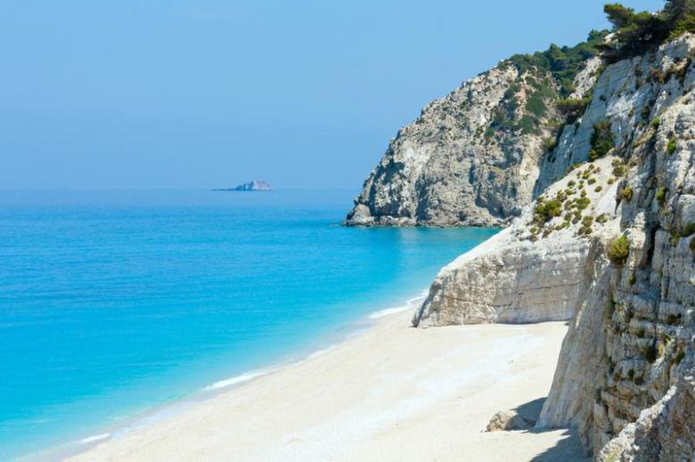 Beautiful_summer_white_Egremni_beach_on_Ionian_Sea_Lefkada_Greece_.800x600